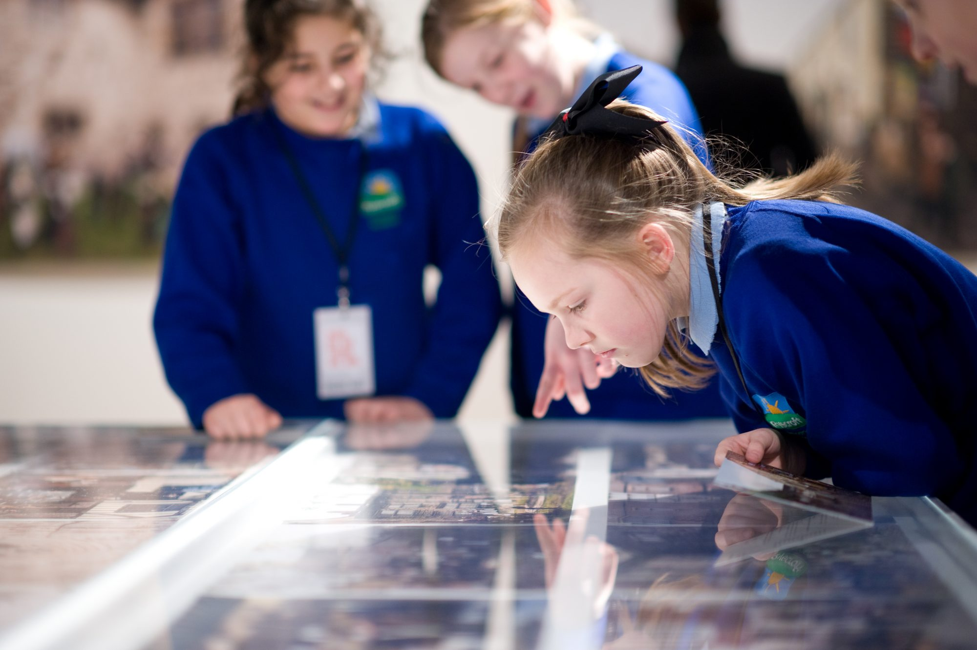 Primary pupils at the gallery