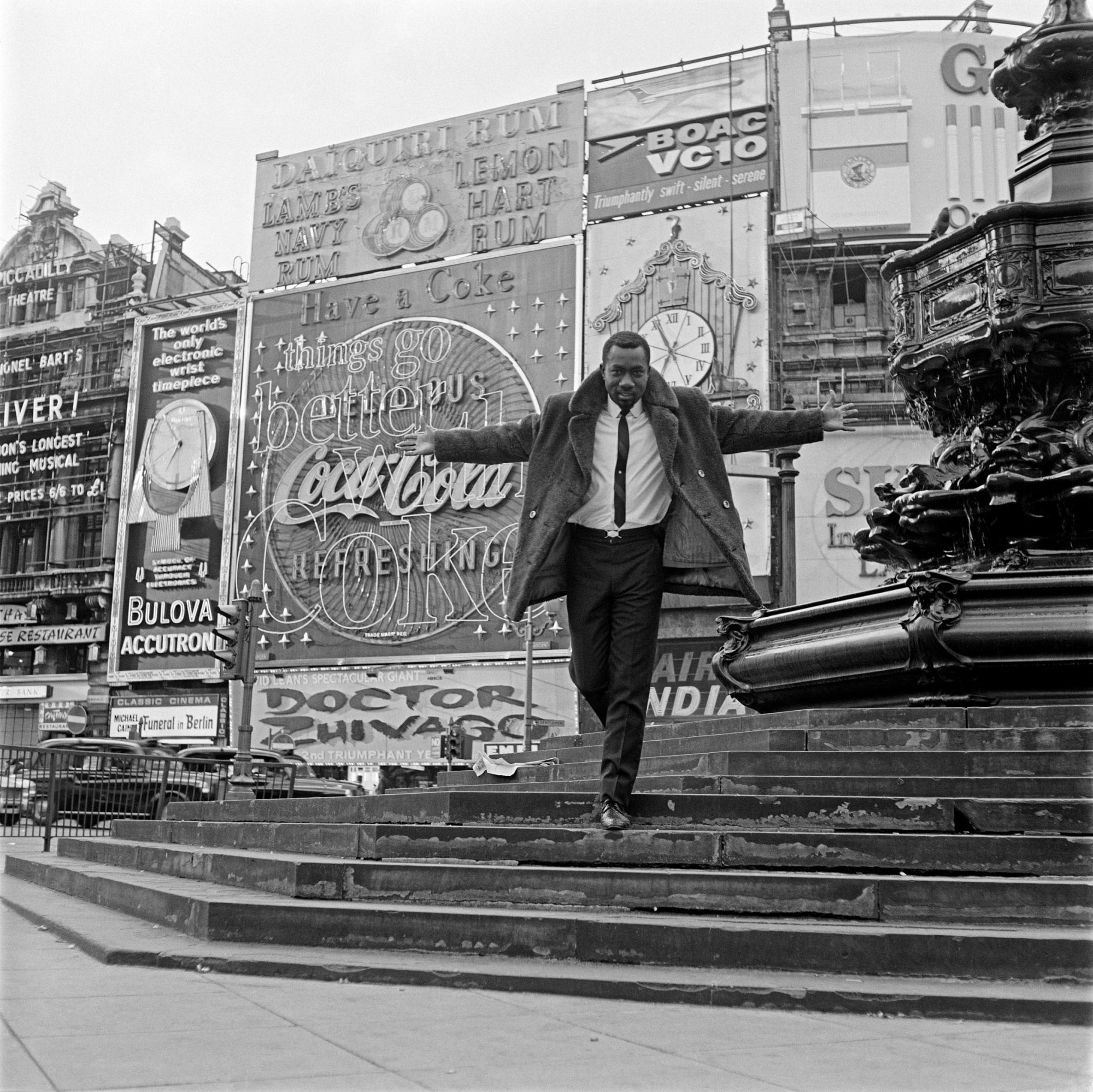 Mike Eghan at Picadilly Circus, 1967 © James Barnor/Autograph ABP